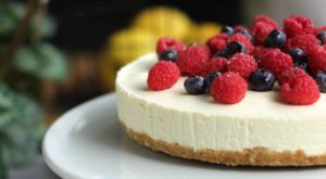 lemon berry cheesecake
